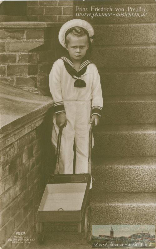 Prinz Friedrich von Preußen mit Schubkarre an Treppe - 1916